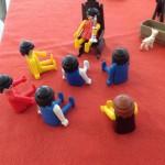 Voorbeeld van een individuele familieopstelling, met playmobile poppetjes